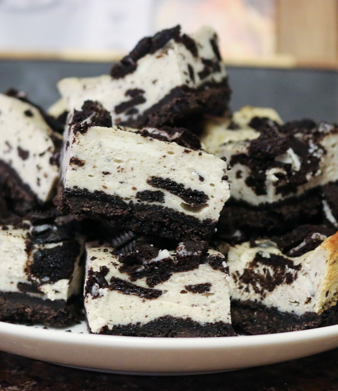 Oreo Crumble Cheesecake Bars