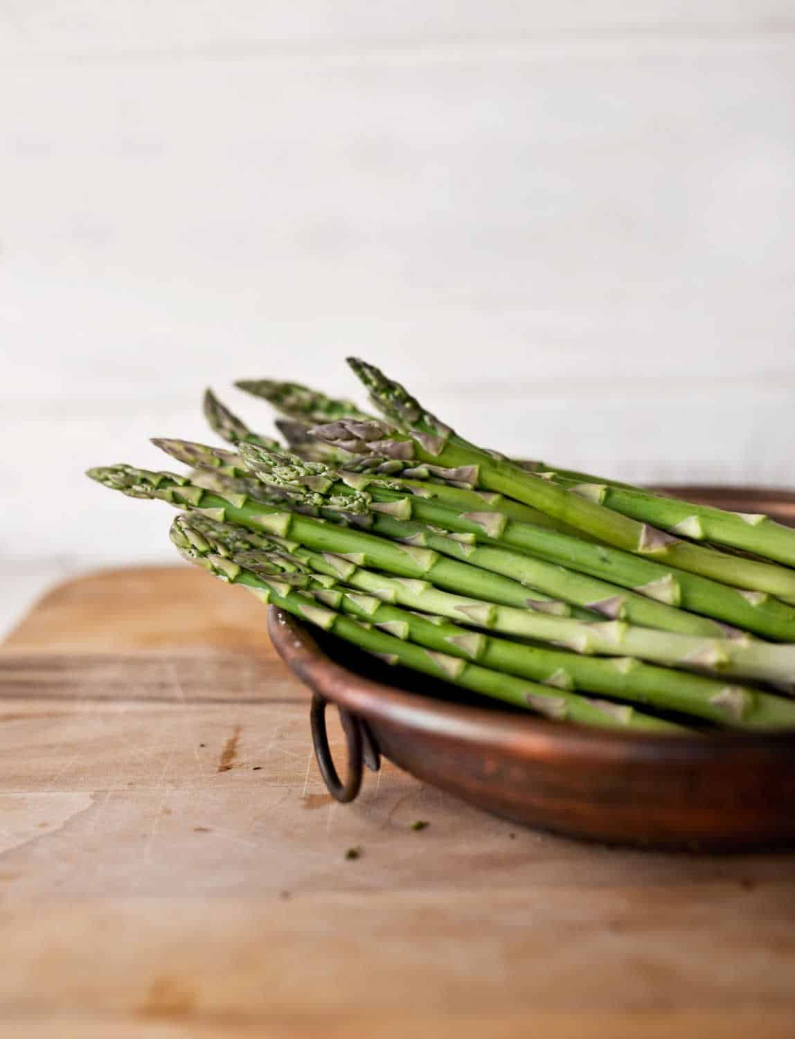 a picture of garden asparagus on a wooden table