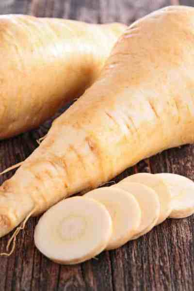 a picture of clean parsnips on a wooden table
