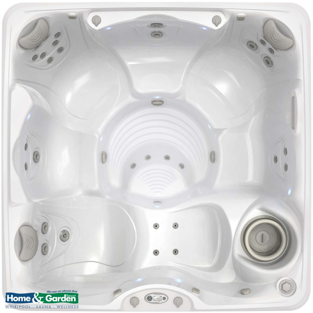 Foto van een Caldera Spa type Marino. Het bad op de foto is uitgevoerd met een kuip in de kleur arctic white. De foto is van bovenaf gemaakt.