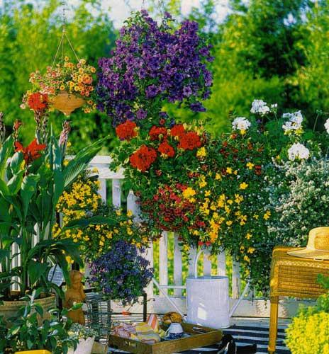 26 amazing balcony gardens the garden on Flower Garden In Balcony id=45335