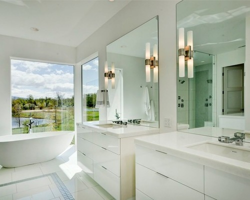 How To Decorate A Large Bathroom Window: 5 Guides To