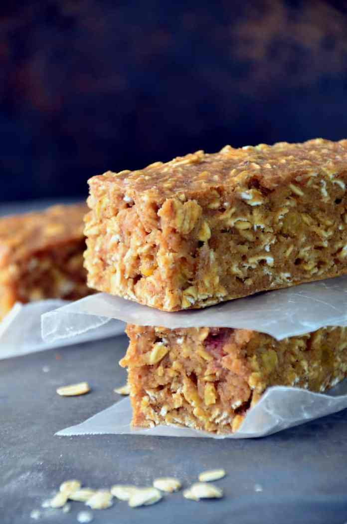 Like a bowl of oatmeal, sweetened with chunks of raisins and banana, but baked into a bar. This is the perfect on-the-go breakfast for those busy mornings.