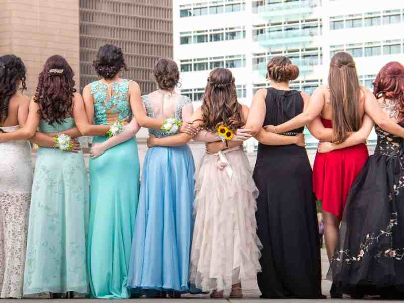 Organizations That Donate FREE Prom Dresses to High School Students ...