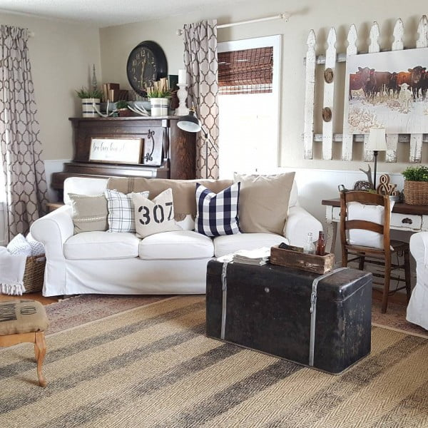 100 Charming Farmhouse Living Room Ideas to Try at Home on Farmhouse Curtain Ideas For Living Room  id=62434