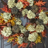Welcome Fall: DIY Wreath with Natural Elements!