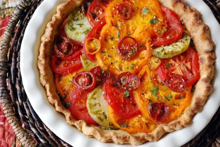 Heirloom Tomato Pie | ©homeiswheretheboatis.net #summer #tomato #recipe #pie