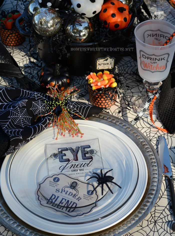Witches' Potion Table Halloween Tablescape   ©homeiswherethebotis.net #halloween #tablescapes #witch #alfresco