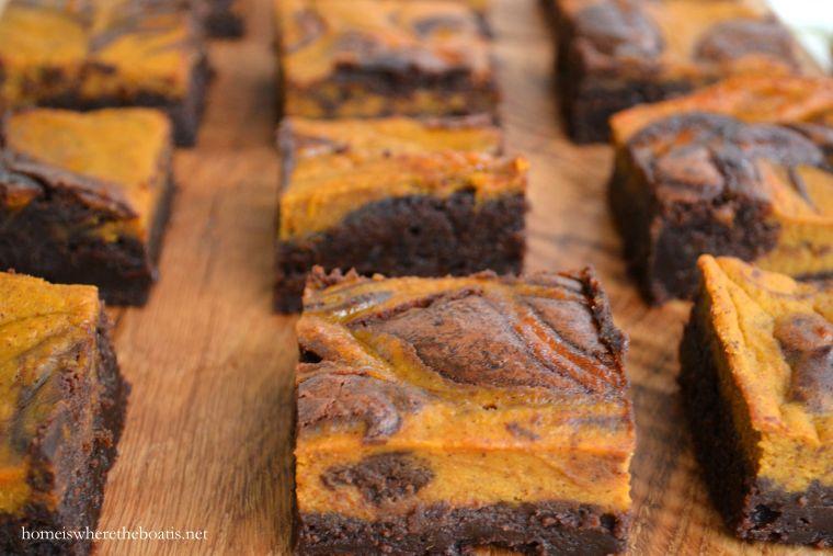 Pumpkin Spice-Chocolate Swirl Brownies | ©homeiswheretheboatis.net #fall #pumpkin #brownies #recipes