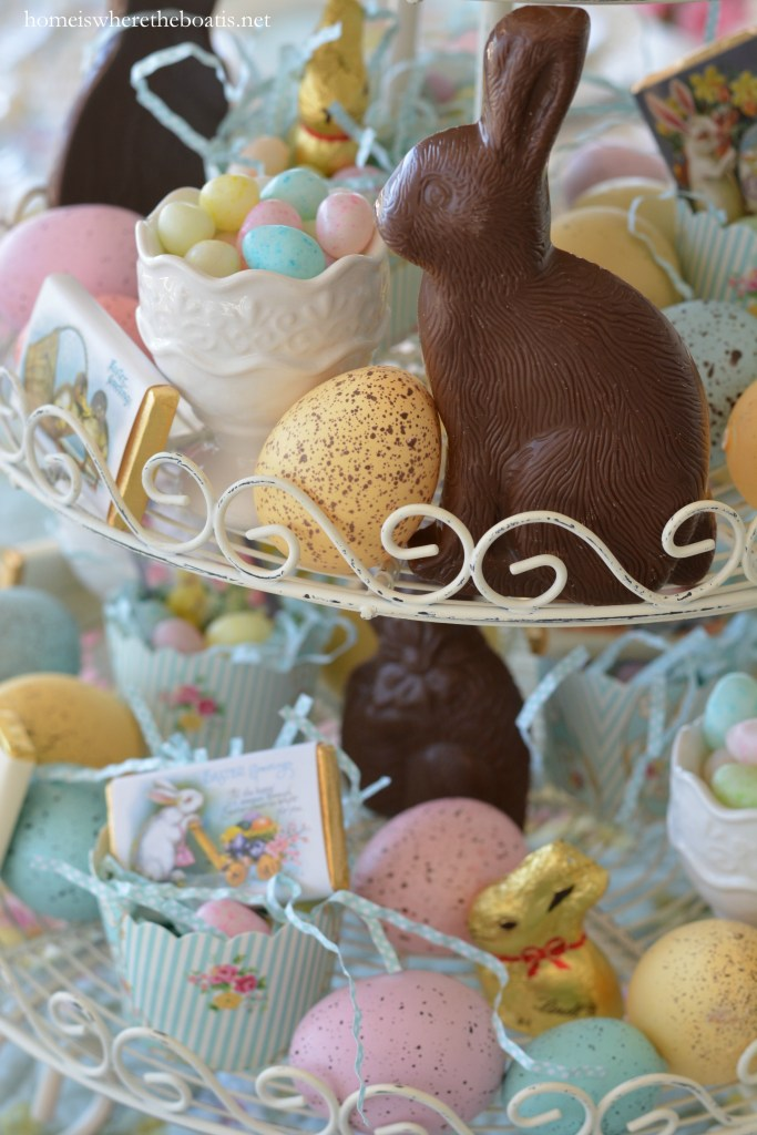 Easy 5 Minute Easter centerpiece that's edible too! | ©homeiswheretheboatis.net #easter #tablesetting #tablescapes #bunny