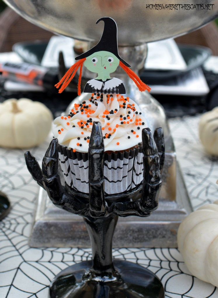 Halloween Witch Cupcakes | ©homeiswheretheboatis.net #Halloween #tablesettings #cupcakes