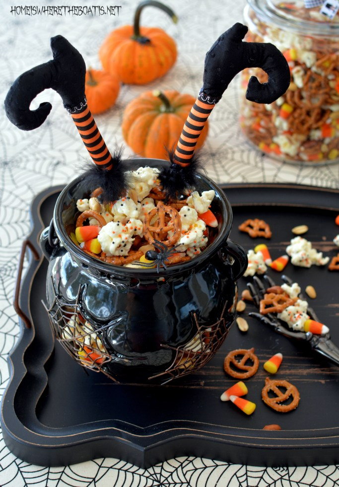 Easy Witch's Potion Popcorn: No Cauldron Required   homeiswheretheboatis.net #Halloween #treat
