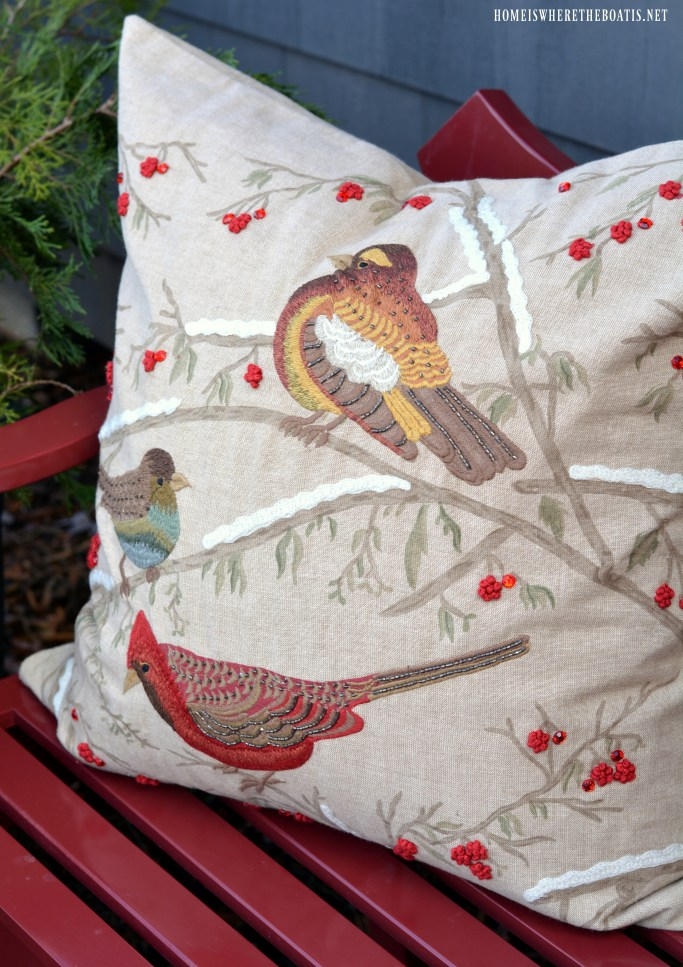 Bird pillow on bench | ©homeiswheretheboatis.net