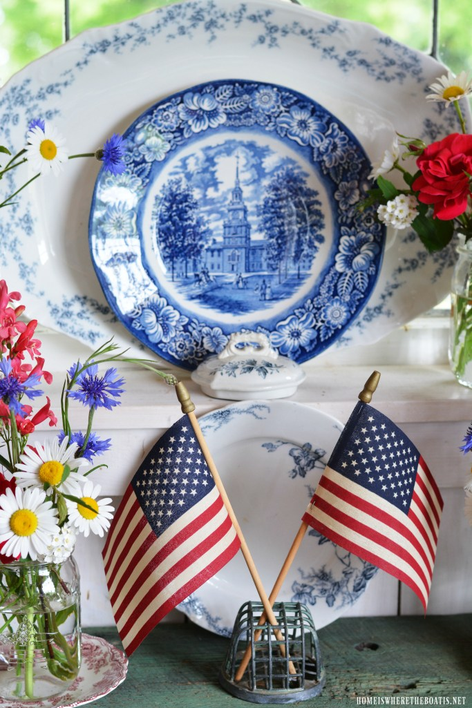 Celebrate the Red, White and Blue: Stars and Stripes Ball Jars Bouquets, Transferware and American Flags | ©homeiswheretheboatis.net #patriotic #Balljars #flag