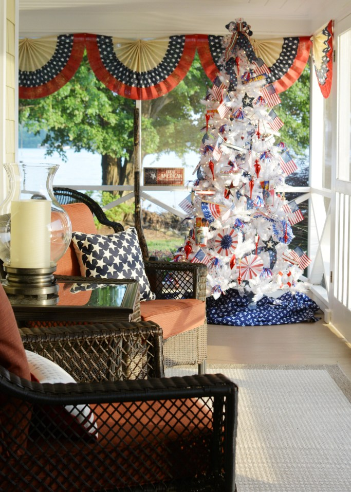 Patriotic Tree on the Porch for Independence Day | ©homeiswheretheboatis.net #flag #patriotic #redwhiteandblue #4thofjuly