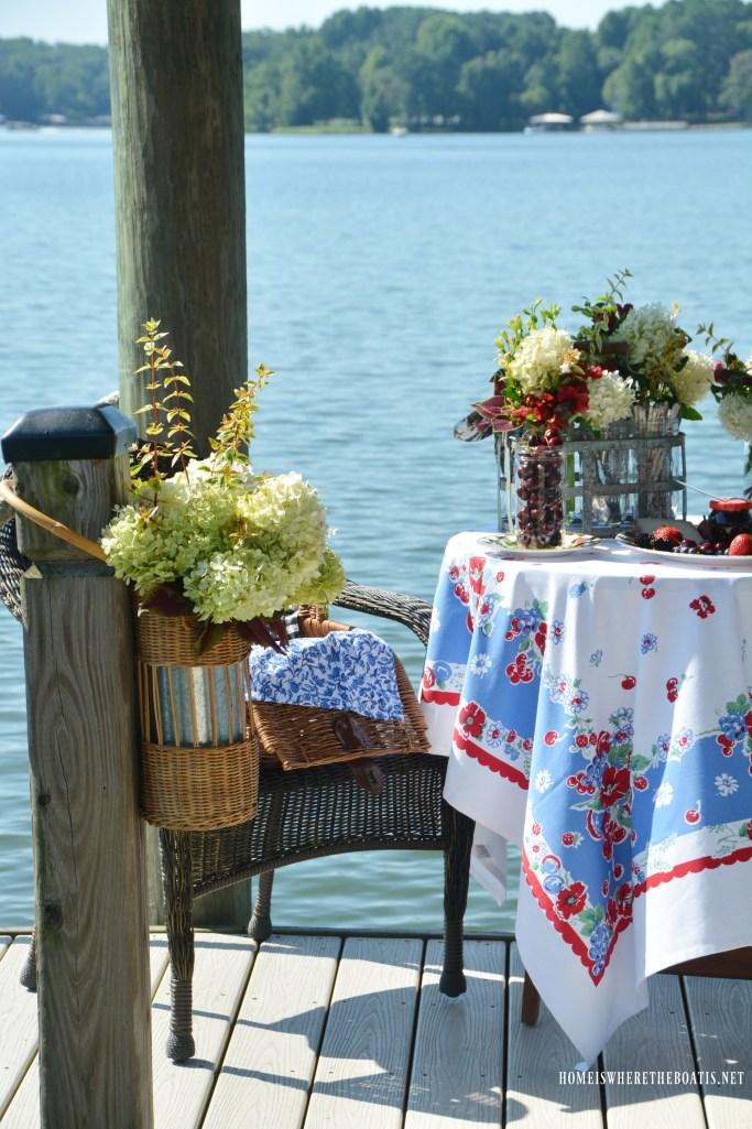 Lakeside Picnic | ©homeiswheretheboatis.net #picnic #lake