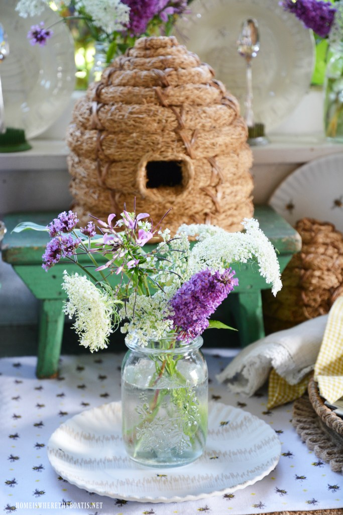 Bee table for National Pollinator Week | ©homeiswheretheboatis.net #bees #tablescapes