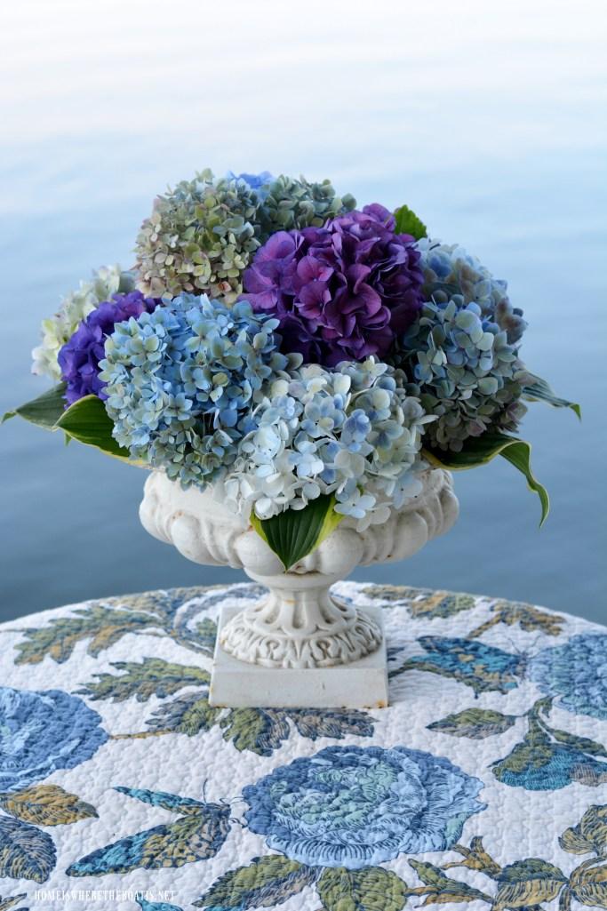 Urn flower arrangement with hydrangeas | ©homeiswheretheboatis.net #flowers #hydrangeas
