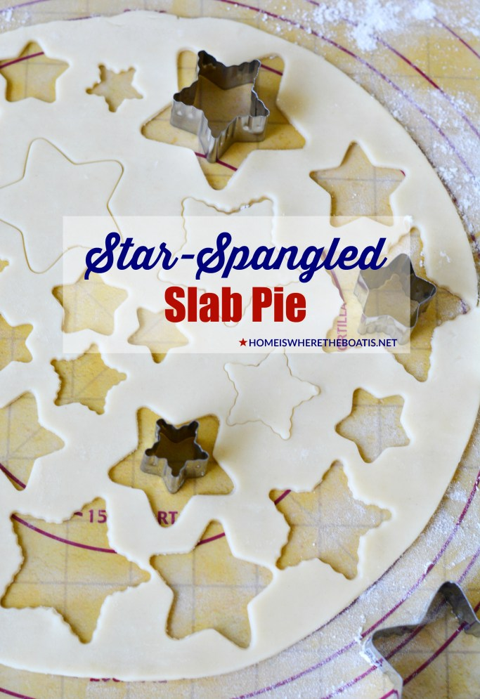 Star-Spangled Slab Pie! | ©homeiswheretheboatis.net #pie #desserts #patriotic #berries #4thofJuly #memorialday