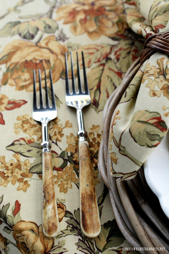 Bone handled flatware fall table | ©homeiswheretheboatis.net #fall #tablescapes