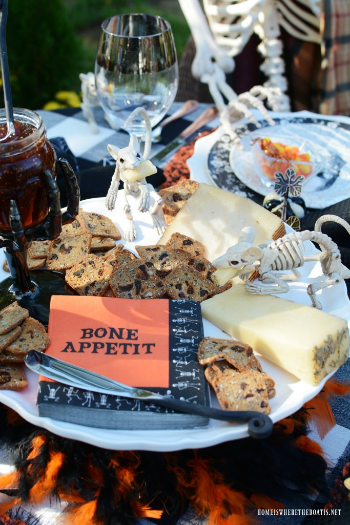 Bone Appétit: Rod & Rowena's Last Hurrah and Halloween Fun | ©homeiswheretheboatis.net #Halloween #skeleton #tablescapes