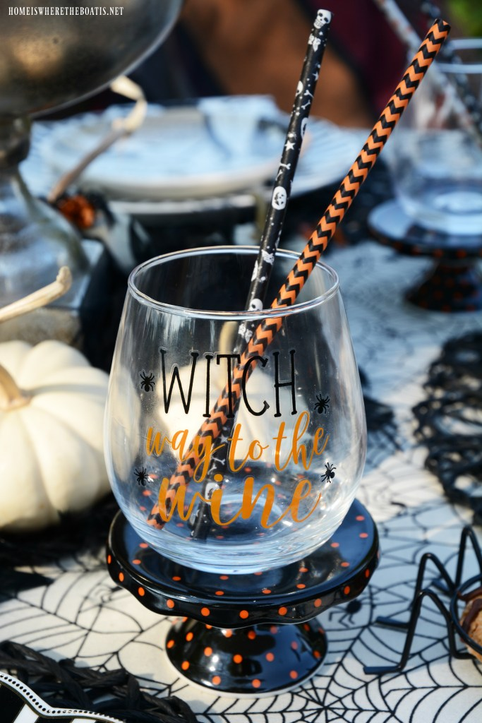Witch Way to the Wine Halloween Tablescape | ©homeiswheretheboatis.net #halloween #tablescapes