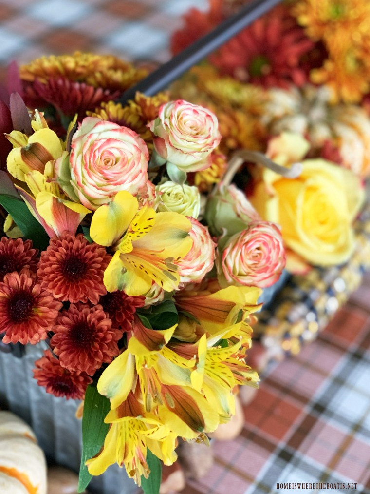 DIY fall floral centerpiece with pumpkins | ©homeiswheretheboatis.net #fall #autumn #thanksgiving #tablescapes