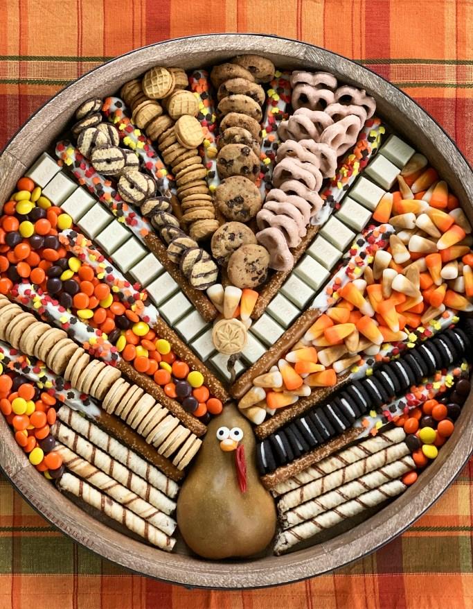Turkey Dessert Board for Thanksgiving or Friendsgiving | ©homeiswheretheboatis.net #thanksgiving #dessert #friendsgiving