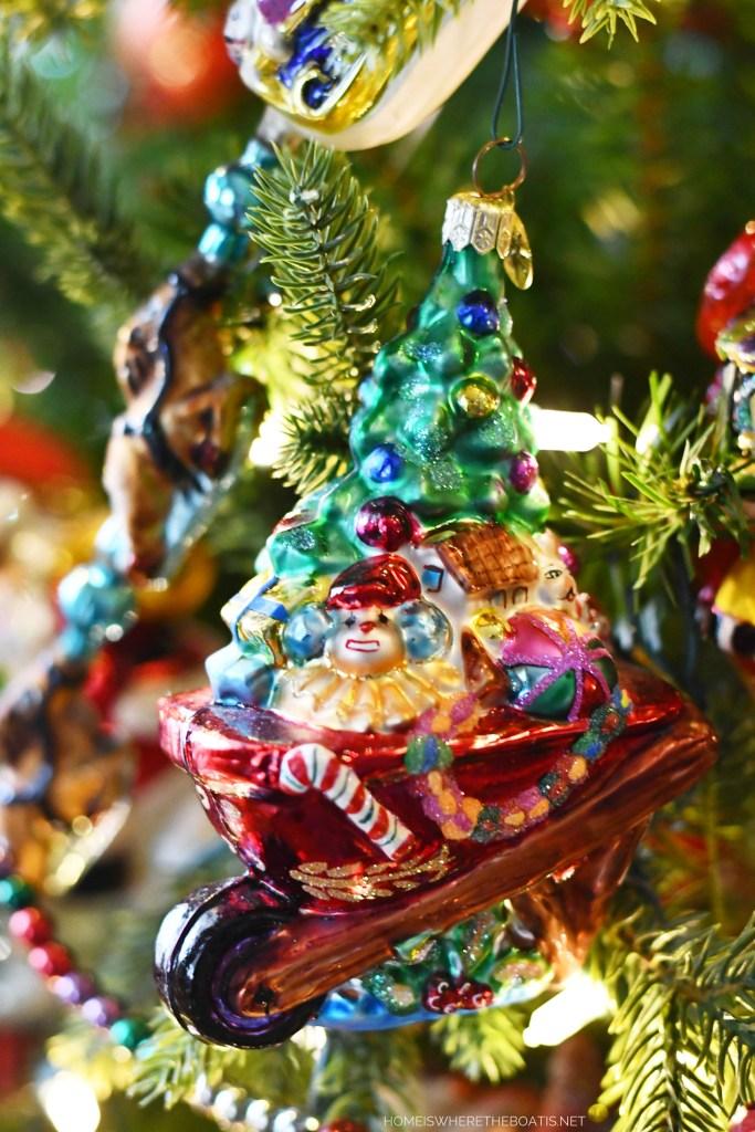 Wheelbarrow Christmas Ornament | ©homeiswheretheboatis.net #Christmas #tree