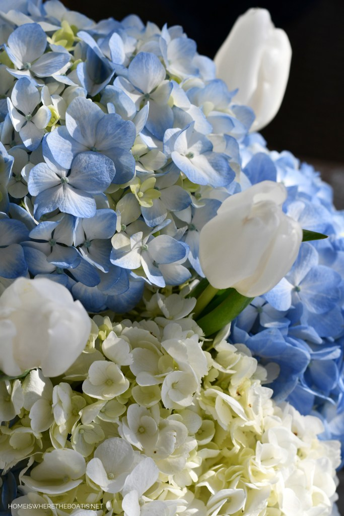 January Blues flower arrangement with hydrangeas and tulips | ©homeiswheretheboatis.net