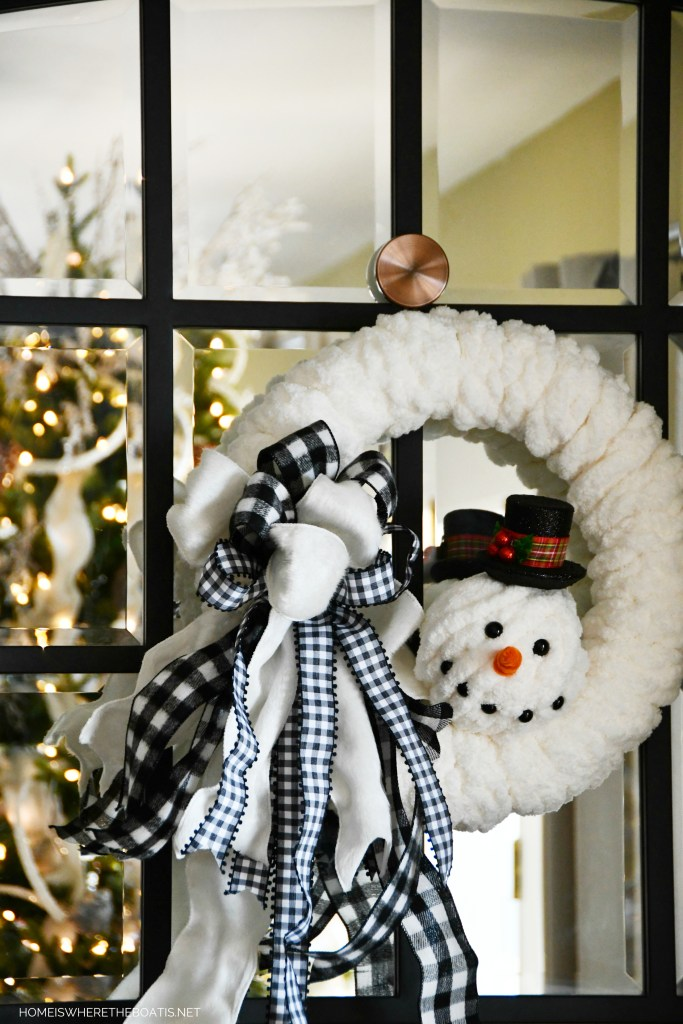 DIY Snowman Winter Wreath | ©homeiswheretheboatis.net #wreath #winter #snowman #DIY