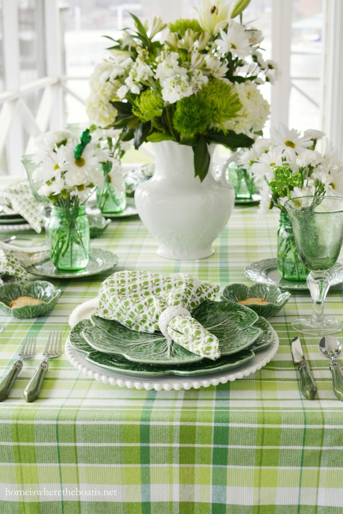 Pulling Out the Green and St. Patrick's Day Table on the porch | ©homeiswheretheboatis.net #tablescapes #stpatricksday #tablesetting