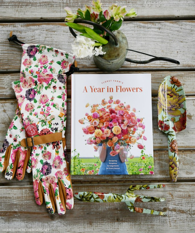Floret Farm's A Year in Flowers | ©homeiswheretheboatis.net #flowers #spring