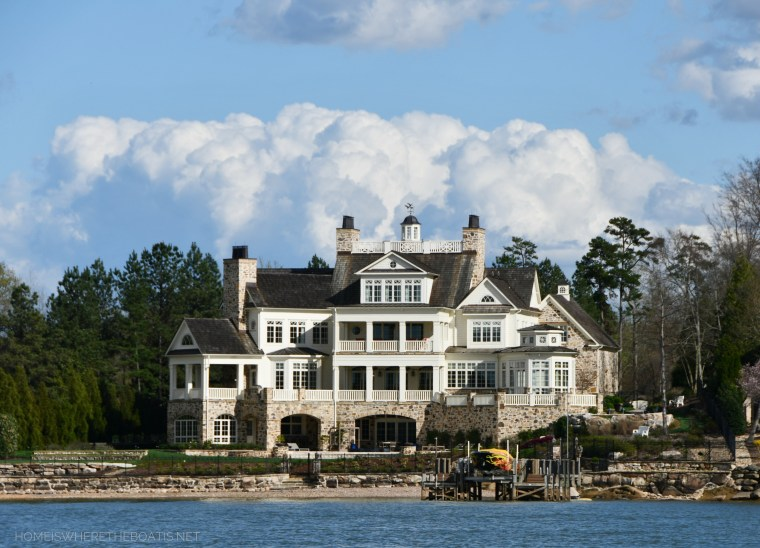 Beautiful home Lake Norman | ©homeiswheretheboatis.net #LKN