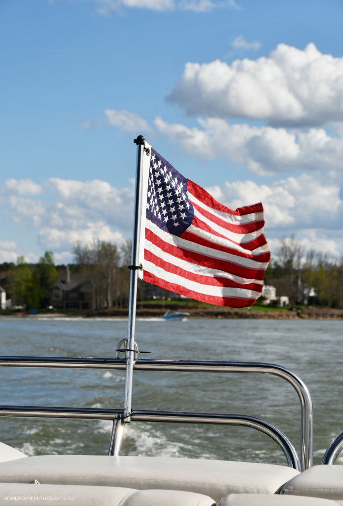 Weekend Waterview Boating Lake Norman | ©homeiswheretheboatis.net #LKN #dogs #flag