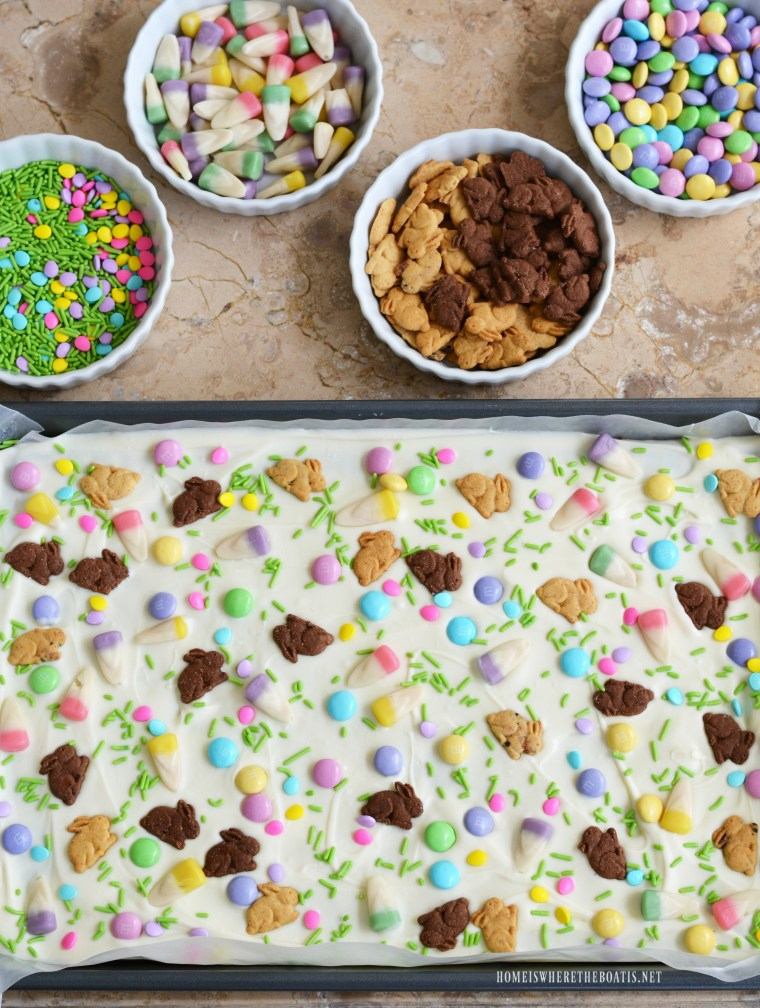 Easter Bunny Bark | ©homeiswheretheboatis.net #Easter #nobake #recipe #easy #bunny