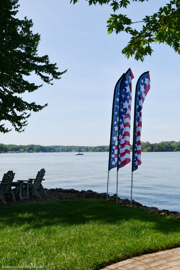 Stars and Stripes Swooper Flags | ©homeiswheretheboatis.net #flag #memorialday #lake
