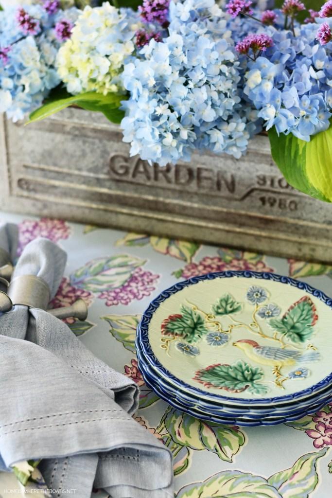 Garden flower arrangement with Endless Summer Hydrangea and tablescape | ©homeiswheretheboatis.net #flowers #tablescapes #hydrangeas