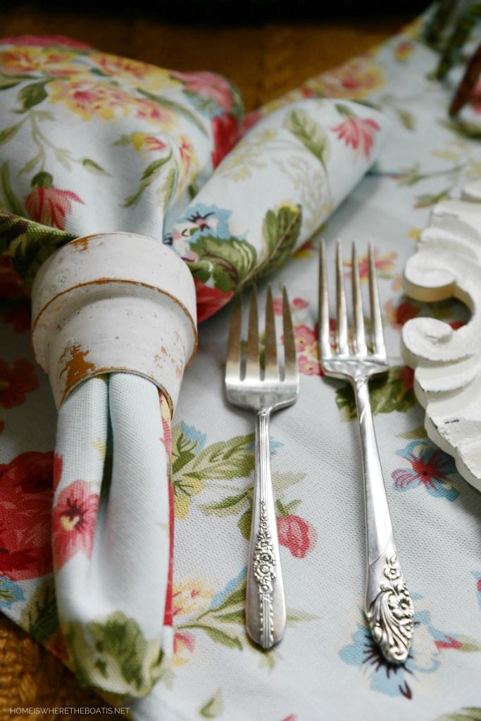 Vintage floral flatware | ©homeiswheretheboatis.net #tablescapes