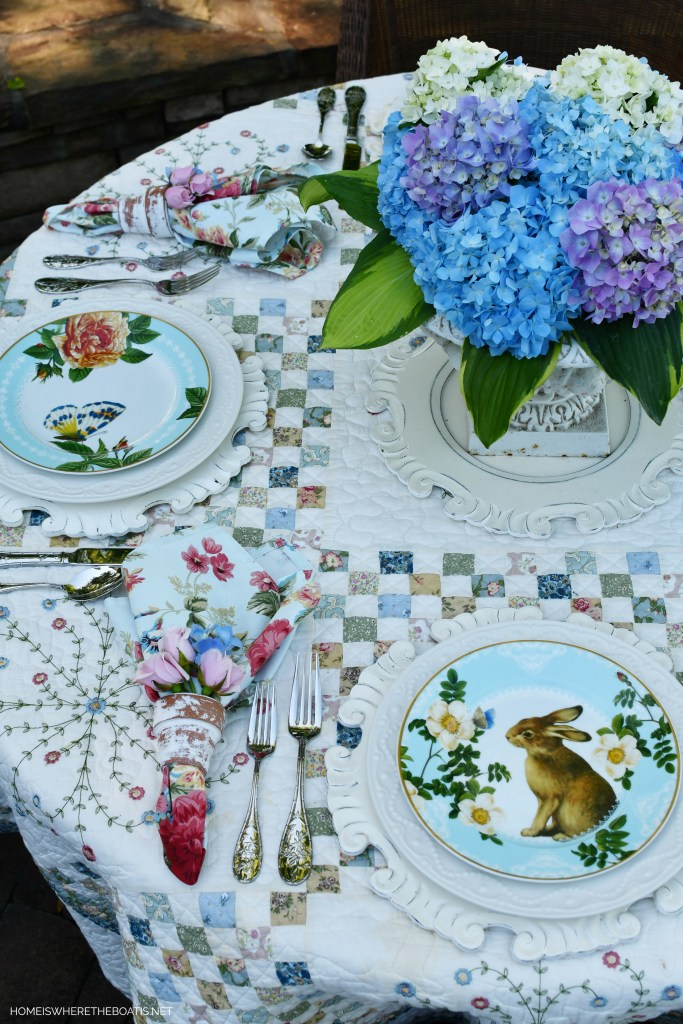 Alfresco spring table with hydrangeas and quilt as a tablecloth | ©homeiswheretheboatis.net #spring #alfresco #tablescapes