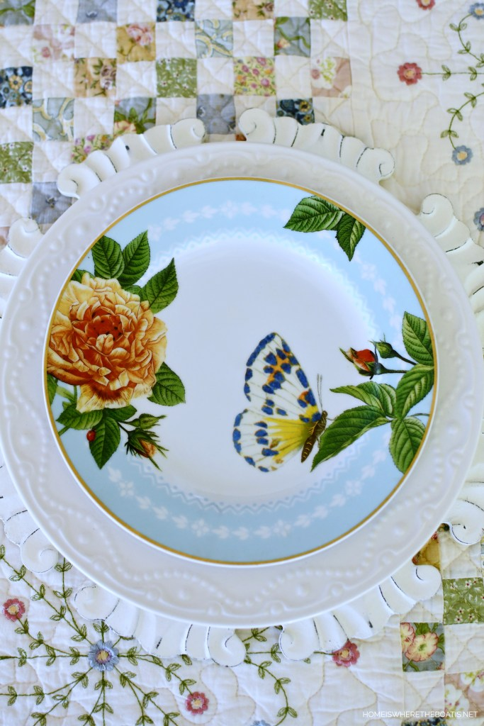 Butterfly salad plate and quilt tablecloth | ©homeiswheretheboatis.net #spring #alfresco #tablescapes