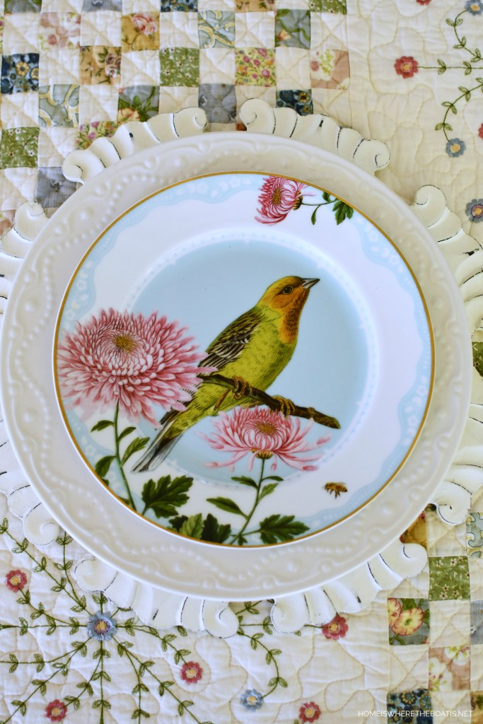 Bird salad plate and quilt tablecloth | ©homeiswheretheboatis.net #spring #alfresco #tablescapes