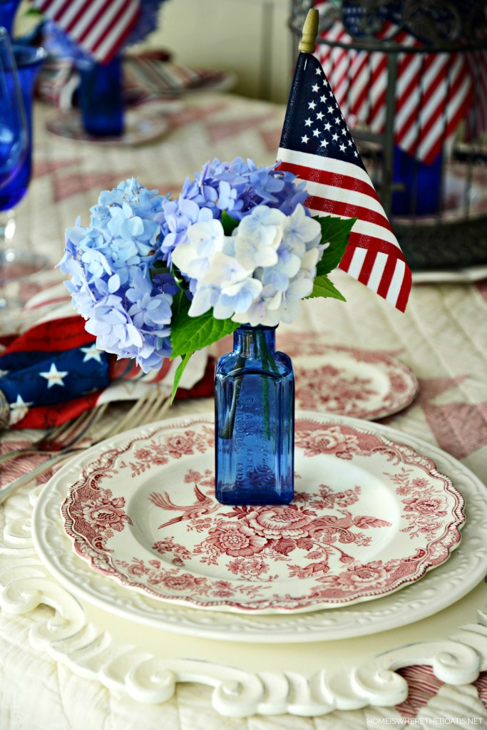 Patriotic Tablescape | homeiswheretheboatis.net #flag #july4th #tablescapes