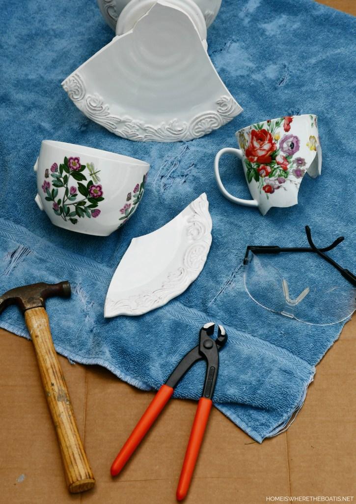 DIY Mosaic Flower Pots Tutorial | ©homieswheretheboatis.net #flowers #garden #DIY #mosaic