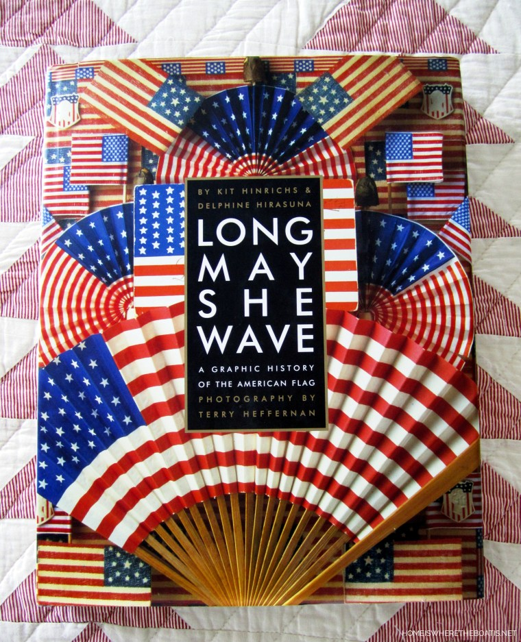 Long May She Wave Book | ©homeiswheretheboatis.net #patriotic #table #4thofjuly