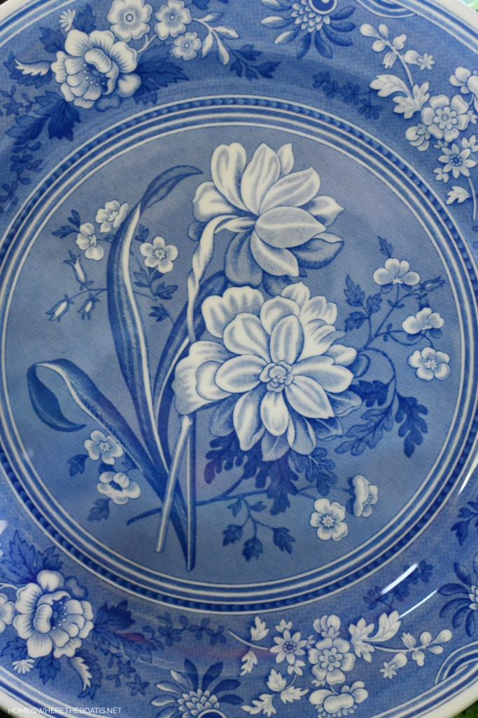 Spode Blue Room Botanical plate | ©homeiswheretheboatis.net #tablescapes