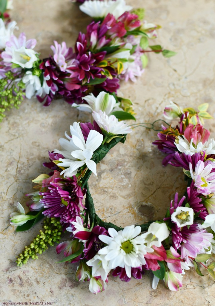 How to Make a Flower Crown | ©homeiswheretheboatis.net #flowers #DIY