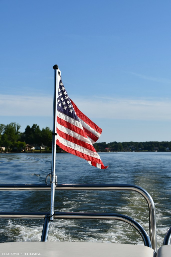 Flag on pontoon | ©homeiswheretheboatis.net #lake #LKN #pontoon #boat #flag