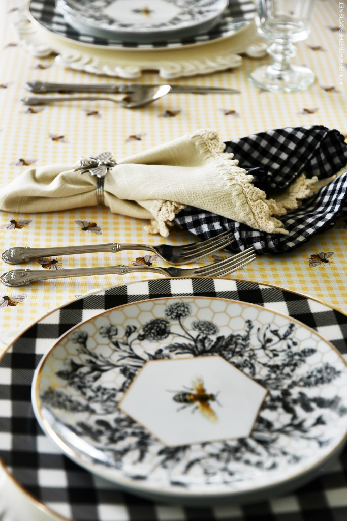 Bee Tablescape | ©homeiswheretheboatis.net #tablescapes #summer #bees