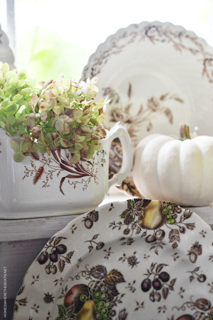 Transferware sauce boat with hydrangeas | ©homeiswheretheboatis.net #tablescapes #fall #transferware